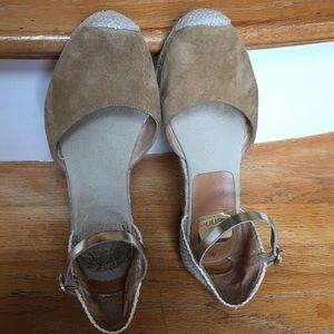Kanna Closed-toe espadrilles/Open sides/gold strap